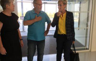Formanden for Ordblindeforeningen sammen med formanden for Politisk Udvalg og Børne- og Undervisningsministeren